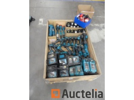 21-screw-drivers-makita16-chargers-30-batteries-940148G.jpg