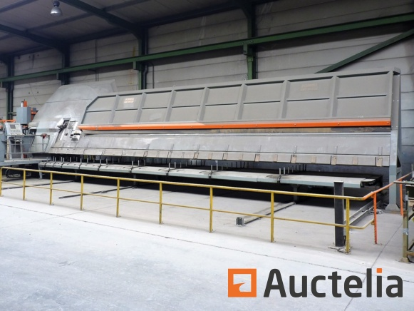 Bending machine for reinforcing bars and concrete equipment