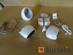 Ezviz monitoring Equipment (1 CS-W2D base, 2 CS-C3A cameras, cable and battery)