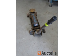 Hydraulic jack 2 tons on wheels