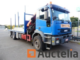 iveco-truck-with-auxiliary-crane-753194G.jpg