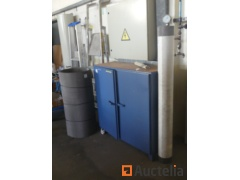 Metal cabinet and mesh filters in stainless steel