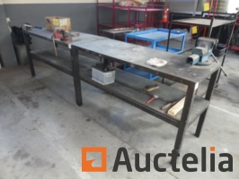 metal-workbenches-with-vices-877817G.jpg