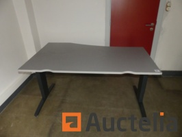 office-table-933194G.jpg
