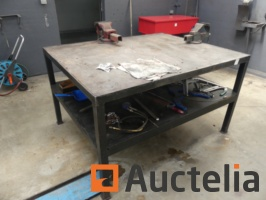 steel-workshop-bench-and-its-content-877103G.jpg