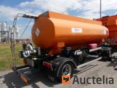 Trailer with oil tank